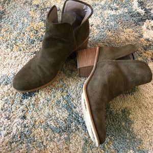 Hinge grayish brown ankle boots